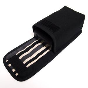 コンパクトなボディによく合う手触りのよいオックス、プリントファブリックを使った専用ケースです。  布...
