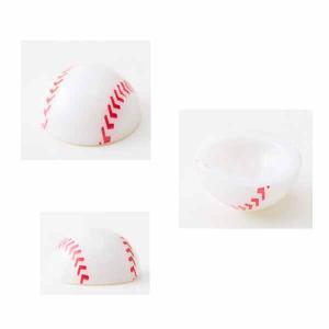 <遊び方>   野球ボールの頂点を押して   裏側が全面に出たところで   平らなところに置くと  ...