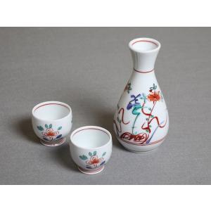 有田焼の徳利とお猪口の3点セットです。 ご自宅用、プレゼント用として人気の商品です。