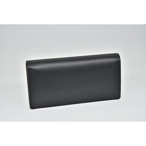 エピラインのスリムなデザインの長財布『ポルトフォイユ・ブラザ』でございます。