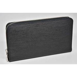パスポート・航空券・ペン等を収納できる長財布『ジッピーオーガナイザーNM』でございます。内側に若干の...
