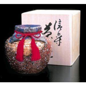 みどりの山里、せせらぎのほとりで丹念に摘み取られた「朝宮茶」は、恵まれた気候風土に培われ、その独特の...