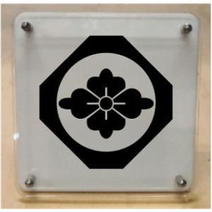 家紋盾 【隅切り鉄砲角に花菱】二層式で立体的なスタンド型の商品です。家紋盾の納期は、御注文頂いてから1〜3営業日と短納期で発送いたします。|yamato-design|02