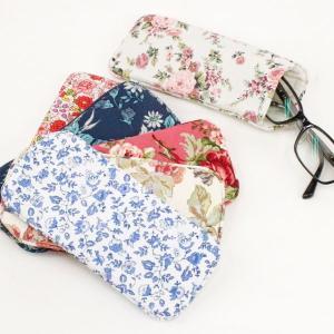 隠しマグネット付きメガネケース 6種類の花柄よりお選び下さい。 サイズ:W19.5×D9×H1cm ...