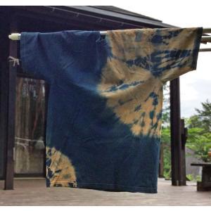 藍と柿渋染めの上下絞りTシャツ|yatsugatakestyle