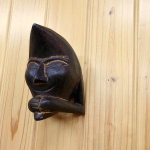 *サイズ:幅8cm 奥行8cm 高さ15cm *素材:天然木  壁掛けでも置いても両方使用できます。...