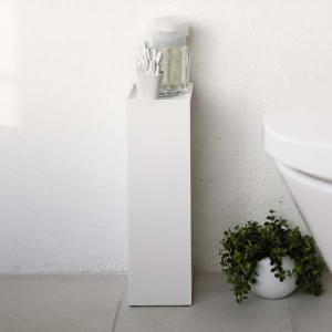 ■隠すと飾るの1台2役 トイレットペーパーやトイレブラシなどを隠して飾ることができる収納用品。 上は...