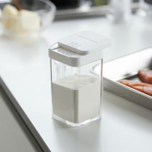 ■小麦粉やスパイスがラクラクまぶせる調味料ケース さらさらタイプの小麦粉やスパイスなどを簡単にふりか...