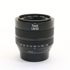 《良品》Carl Zeiss Touit 32mm F1.8(フジフイルムX用)|ymapcamera