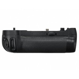 《新品アクセサリー》 Nikon(ニコン) マルチパワーバッテリーパック MB-D17(対応機種:D500)|ymapcamera