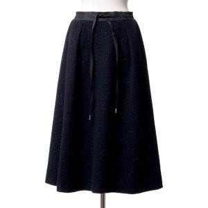 スタジオヨコからウエストゴム紐付きのほっこりとしたロングスカート。ブラックに細かな水色のドッドミック...