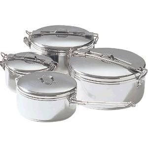 調理と食料の保存に最適。これらの多用途鍋は、持ち上げが簡単で保管が安全な、ヒンジ式取っ手が特色です。...
