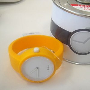 オクロック シグナルイエロー O clock  オ  クロック カラーシリコンウォッチ  made in ITALY  缶詰に入ったおしゃれウオッチ 最新シリコンウオッチ|yosii-bungu