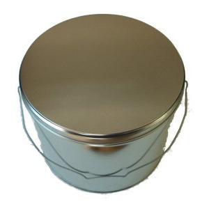 手提げのついた丸いブリキ缶です。 お菓子や粉せっけんなどの入れ物に使えます。   仕様】  ◎名称:...