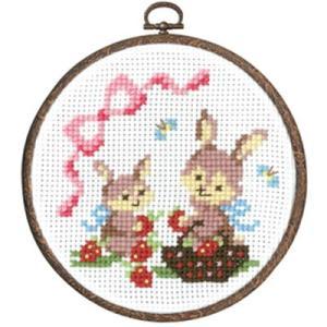 森のかわいいなかまたち「No.7483 ウサギのイチゴ摘み」 フープ付クロスステッチキット初級 オリムパス (メール便可/お取り寄せ)|yucasiho