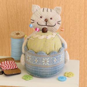 三上奈津子のアニマルスウィーツ「PA-734 にゃんこのカップケーキピンクッション」オリムパス手作りキット (不可メール便/お取り寄せ)|yucasiho