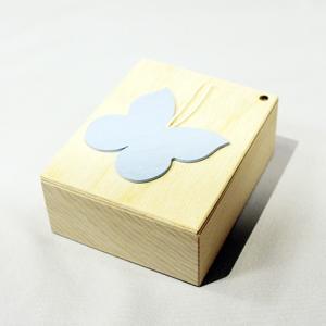 アウトレット価格20%OFF 誕生ブック 男の子 英語版 スイス Kiener(キーナー) 木製絵本 出産御祝 ラッピング無料サービス|yukainasakana