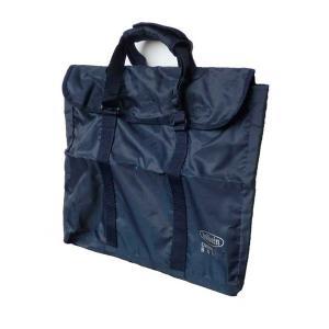 張りキャンバス2枚をキャンバスクリップで止めて入れることができ、軽くて丈夫なバッグです。 仕様:カラ...