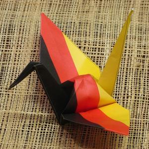 【ポスト便OK】 ドイツの国旗をデザインしたおりづる折り紙です。 計50枚入り。 わかりやすくイラス...