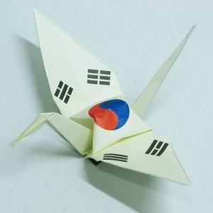 【ポスト便OK】 韓国の国旗をデザインしたおりづる折り紙です。 計50枚入り。 わかりやすくイラスト...