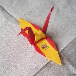 【ポスト便OK】 スペインの国旗をデザインしたおりづる折り紙です。 計50枚入り。 わかりやすくイラ...