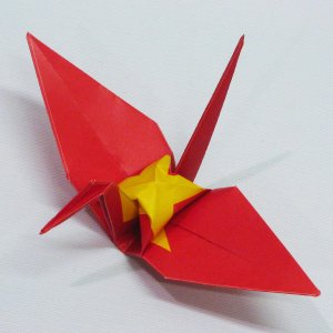 【ポスト便OK】 ベトナムの国旗をデザインしたおりづる折り紙です。 計50枚入り。 わかりやすくイラ...
