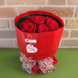 誕生日プレゼントや結婚記念日等のお祝いに大人気 特選大輪の赤いバラのブーケでサプライズ・ピッタリサイズの手提げ袋入り|yummy