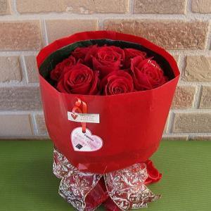 フラワーバレンタイン限定I Love Youの特選大輪の赤バラのブーケでサプライズ|yummy