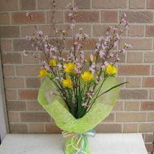 お家でお花見・幸せ色の桜と春の香りのフリージアの花束|yummy
