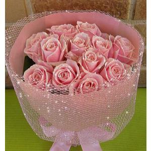 誕生日のプレゼントや結婚記念日等お祝いに人気のサプライズブーケ:キラキラ光るバラの花束・ダーズンローズ エレガントなピンクパールラメ|yummy