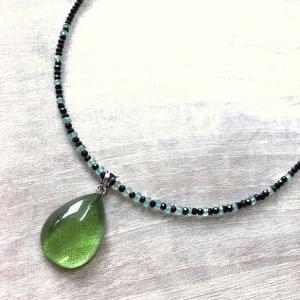 グリーンアンバーネックレス 琥珀 エメラルド ブラックスピネル 金属アレルギー非対応 送料無料 ポイント消化|yusa-jewelry