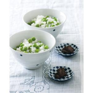 シンプルな水玉柄の夫婦茶碗。  年齢を問わずご使用いただけるデザインです。 セットの市松柄の豆皿は、...