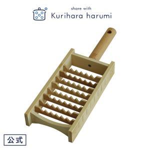 鬼の牙のようなギザギザとした刃が特徴の鬼おろし。 日本の伝統的な調理道具の一つです。  余分な水が出...