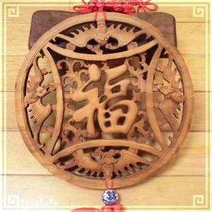 木彫り彫刻 クスノキ 彫刻板 L10 蝙蝠福円 天然木 楠木 樟 手彫り中国結び 飾り付き 現品お届け|zakka-hanakura