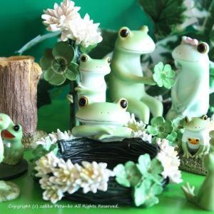 花冠のトレイのカエル置物です。 幸せのクローバーで作った自信作の花冠のトレイの中に、何を入れようかな...