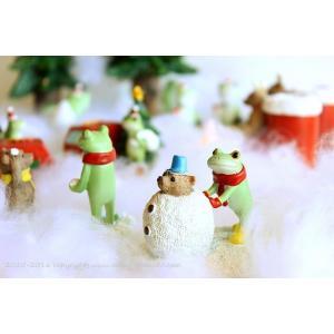 大の仲良しのカエルとクマさん♪の雪だるま作りのミニオブジェです。 雪合戦でカエルさんに負けたクマさん...