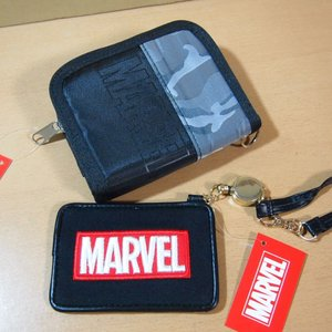 マーベル(MARVEL) 迷彩柄×黒 チェーン付き二つ折り財布&リール式パスケース 47529-78の画像