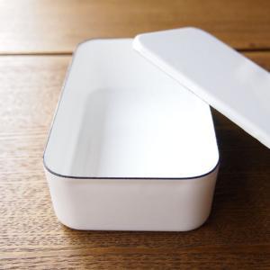 ほうろうのお弁当箱は、蓋にパッキンがあるタイプと違って 汁物は入れられません。 しかしながら、このか...