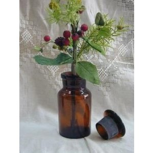 昔ながらのレトロなデザインで人気のメディシンボトルです。 小さいグリーンやお花をさりげなく飾るのにぴ...