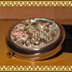 コンパクトミラー(手鏡) ローズとチョウチョ サークルタイプ zakkakirara