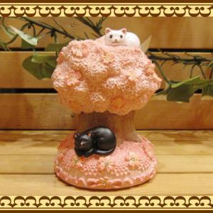 ねこ 置物 お花とラインストーンでおめかし♪ 可愛いアニマルバンク ネコとサクラの貯金箱  桜の木 お部屋のインテリアにギフトにしても zakkakirara