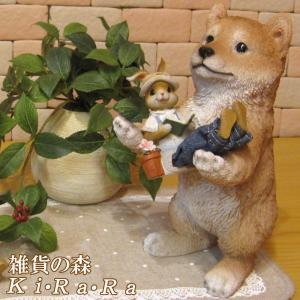 犬の置物 柴犬 リアルな犬の置物 お手伝い中 シバケン 子いぬのフィギア イヌのオブジェ ガーデニング 玄関先 陶器|zakkakirara