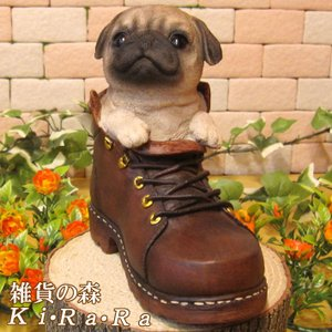 犬の置物 パグ リアルな犬の置物 シューズドッグ 革靴タイプ 子いぬのフィギア イヌのオブジェ ガーデニング 玄関先 陶器|zakkakirara