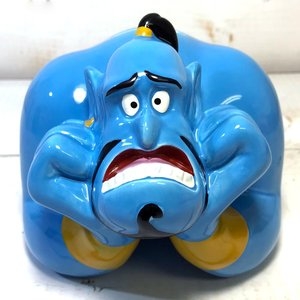ジーニーの貯金箱。  アラジンで人気のジーニーが貯金箱になって登場。  お茶目でユーモラスな表情を楽...
