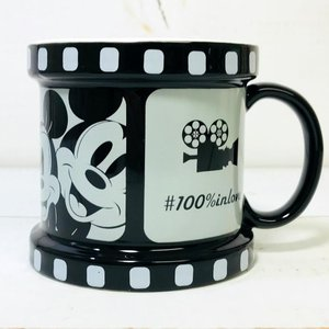 ディズニーのマグカップシリーズ。  アニメーション映画のフイルムをモチーフにしたマグカップ。  アン...