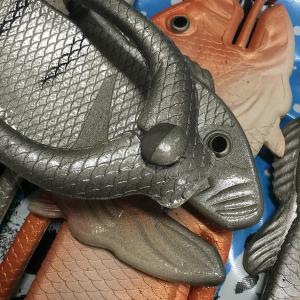 ぎょぎょぎょ!魚のビーチサンダル 23cm 23.5cm グレー系 レディース サカナ さかな ビーサン ビーチサンダル シーラカンス?実用性もバッチリ|zakkayakaeru