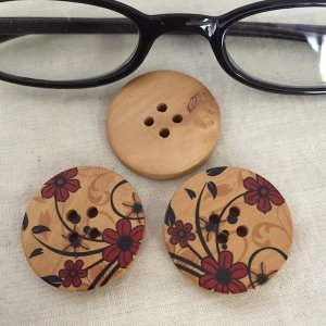木製釦2.8cm 3ヶ入り  ボタン ぼたん 和風 花札風 和柄  アクセサリーチャーム ハンドメイド パーツ|zakkayakaeru