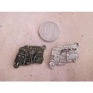 トゥクトゥクチャーム 2カラー 金古美 銀 アンティークゴールド シルバー アクセサリーチャーム タイの乗り物 ハンドメイド パーツ add51884s|zakkayakaeru