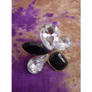 片耳ピアス*5枚花びらクリア&ブラック 1ヶ売り 個性的 フラワーモチーフ 黒|zakkayakaeru
