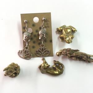 ブッダヘッドと蓮と水晶イヤリング 仏頭 お釈迦様 オリジナルイヤリング 天然石 個性的 アジア エスニック ピアスorシルバー925変更可 zakkayakaeru